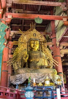Estátua de nyoirin kannon no templo todai-ji - nara, japão
