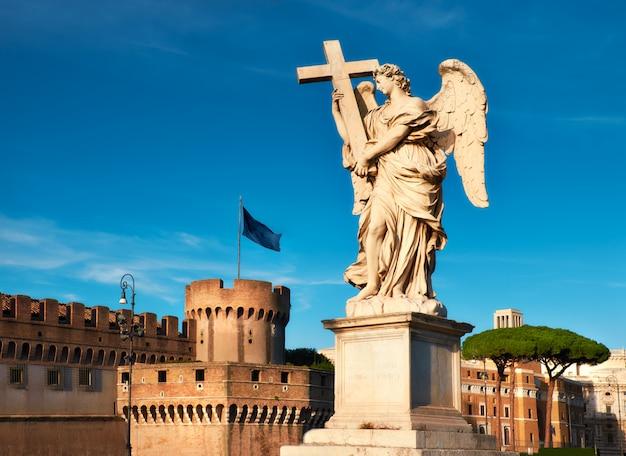 Estátua, de, um, anjo, ligado, sant angelo, ponte, em, roma, itália