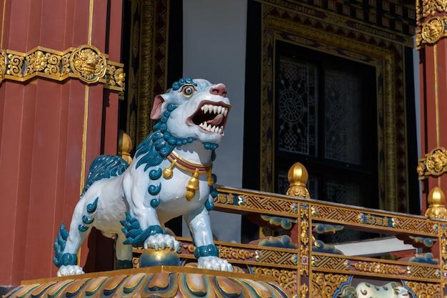 Estátua, de, um, cão, em, um, templo budista