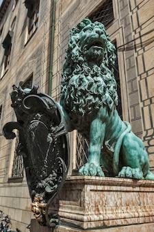 Estátua do leão da baviera no palácio de munique residenz