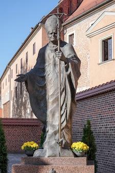 Estátua do papa joão paulo em cracóvia