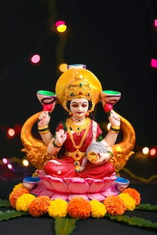 Estátua do senhor laxmi no festival indiano de diwali