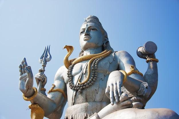 Estátua do senhor shiva em murudeshwar. karnataka, índia