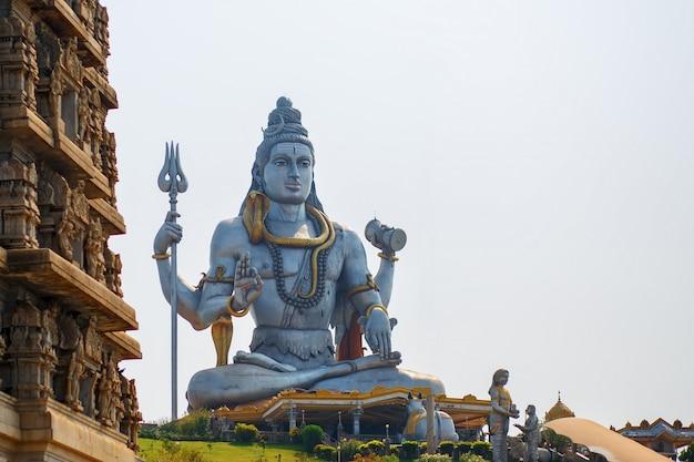 Estátua do senhor shiva em murudeshwar, karnataka, índia.