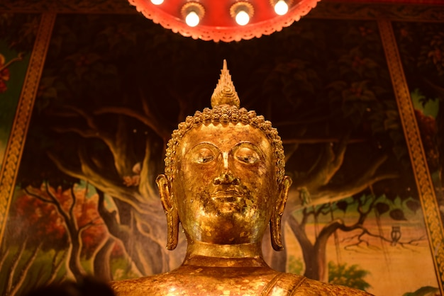 Estátua do templo e buda