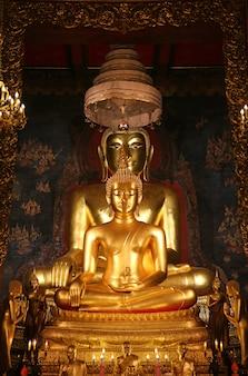 Estátua dourada da buda em tailândia.