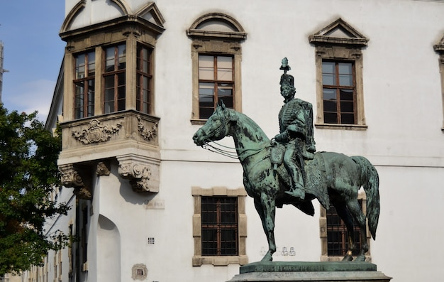 Estátua em homenagem a andras hadik no distrito do castelo de buda