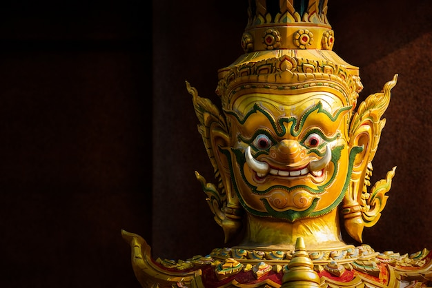 Estátua gigante tailandesa