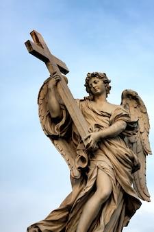Estátua na ponte de san't angelo em roma