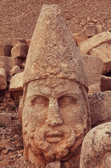 Estátua no monte nemrut na turquia