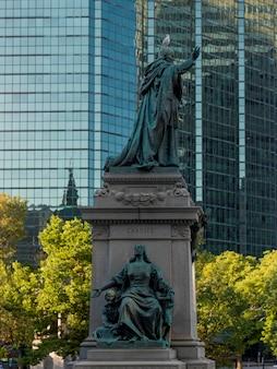 Estátuas da rainha maria da catedral mundial, montreal, quebec, canadá