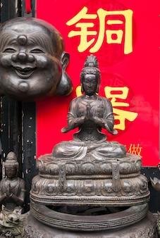 Estátuas de buda no mercado de antiguidades de panjiayuan, pequim, china