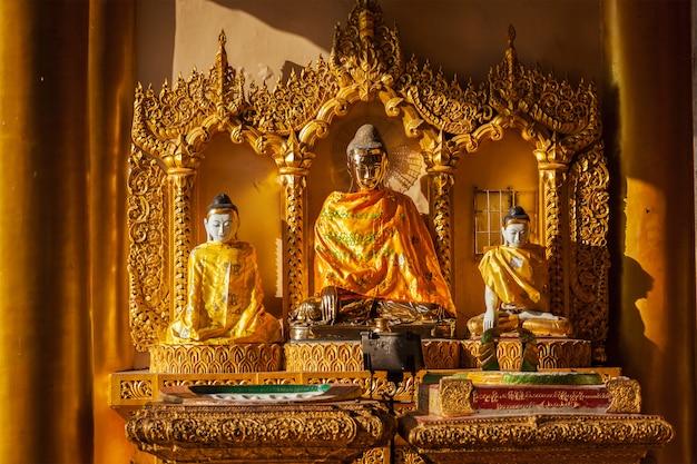 Estátuas de buda no pagode shwedagon