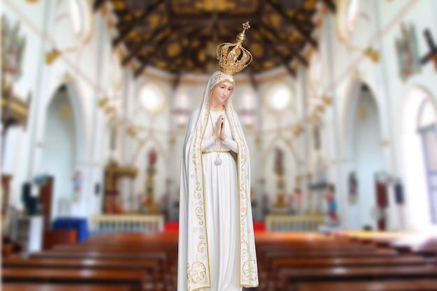 Estátuas de mulheres sagradas na igreja católica romana