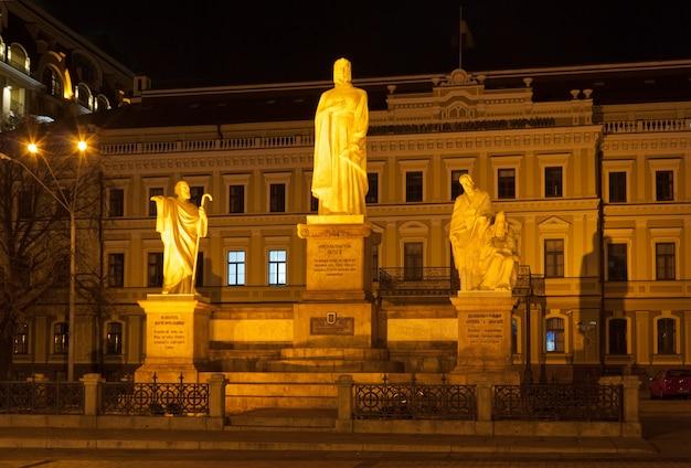 Estátuas dos santos andrey, olga, kirilo e mefodiy