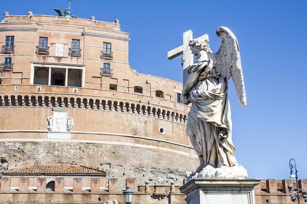 Estátuas na ponte de santo anjo