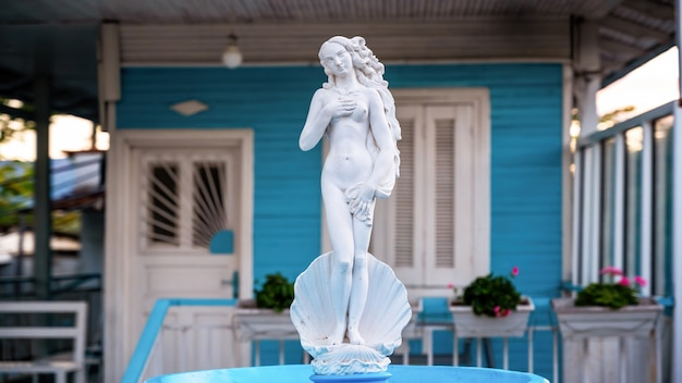 Estatueta de afrodite feita de pedra branca