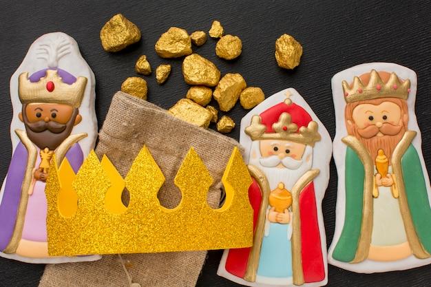 Estatuetas de biscoito da realeza com coroa e minério de ouro