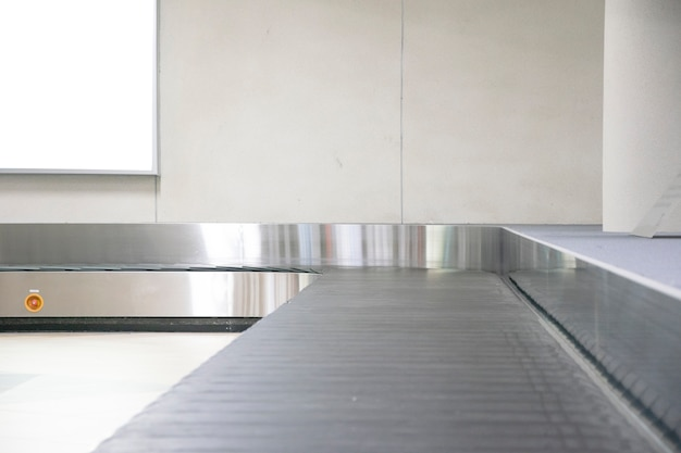 Esteira de bagagem no aeroporto