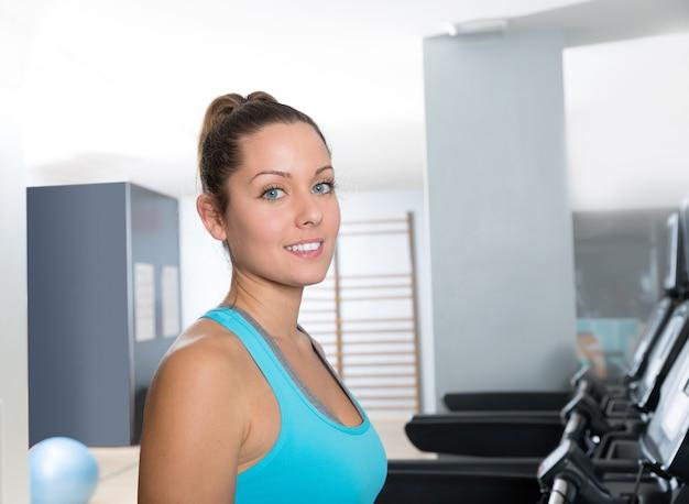 Esteira de ginástica mulheres interior exercício azul olhos