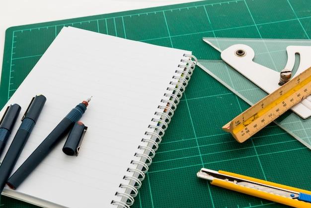 Esteiras de corte, desenhos de canetas, ferramenta de ajuste de ângulo, régua de escala
