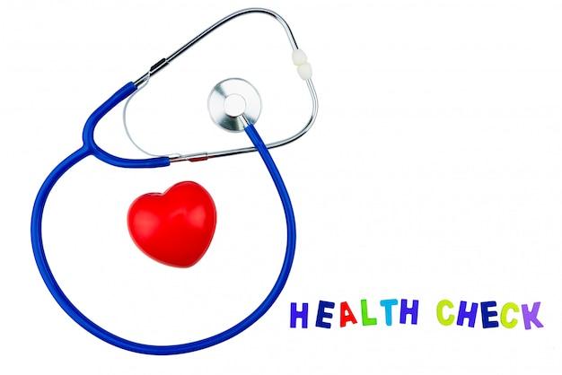 Estetoscópio azul isolado e coração vermelho sobre fundo branco