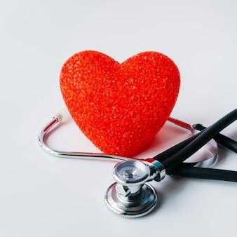 Estetoscópio com coração