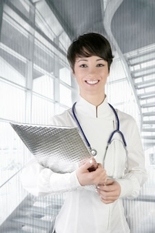 Estetoscópio de mulher futura médico moderno em prata