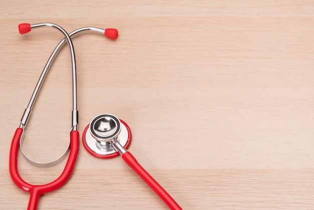 Estetoscópio vermelho, saúde, medicina e seguro