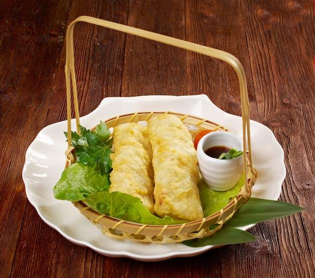 Estilo chinês .banh trang - normalmente usado em pratos nem vietnamitas.