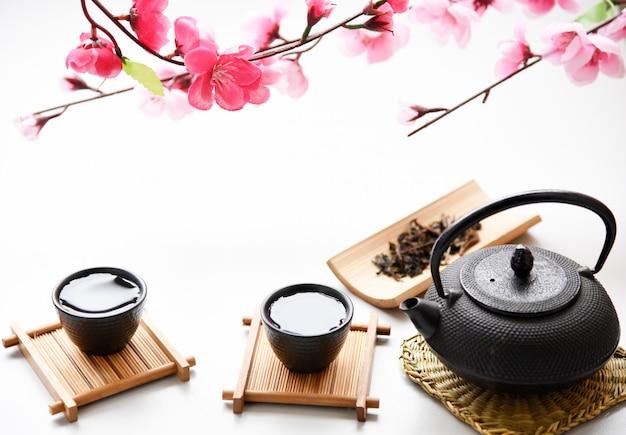 Estilo de bebida oriental de chá japonês na mesa