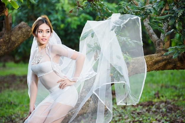 Estilo de casamento tailandês sexy senhora menina da roupa interior