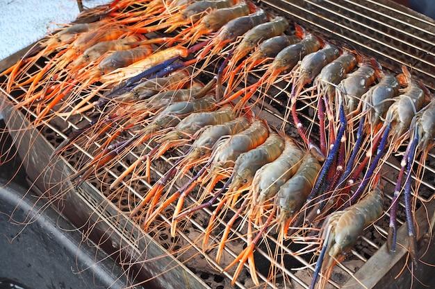 Estilo de churrasco de camarão grelhado