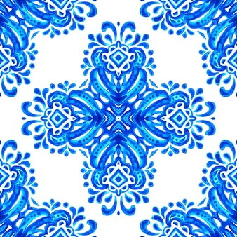 Estilo de design da telha azulejo. abstrato azul e branco mão desenhada sem costura padrão aquarela ornamental. textura elegante à moda antiga para tecidos e papéis de parede, planos de fundo e preenchimento de página.