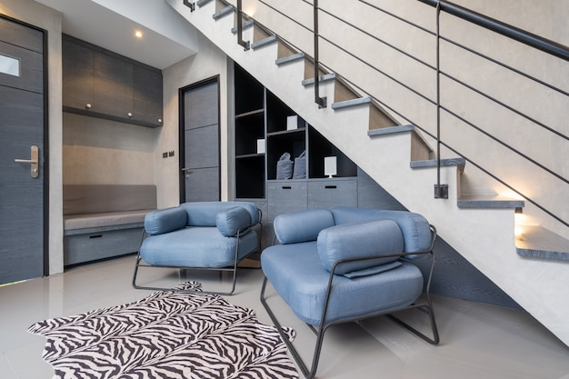 Estilo de design de interiores de casa loft com escada