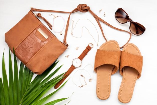 Estilo de rua de verão. moda verão garota roupa conjunto, acessórios.
