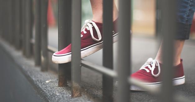 Estilo de rua, vestindo o conceito de sapatos de cultura de juventude