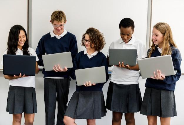 Estilo de vida de estudantes e-learning com laptop