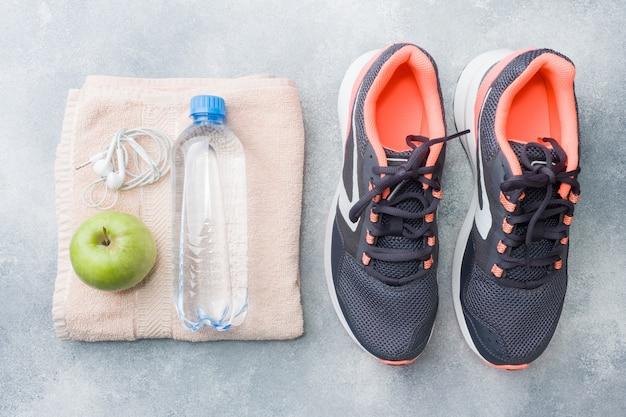Estilo de vida saudável, comida e água, equipamento de atleta