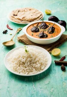 Estilo indiano chawli aloo subjiãƒâ'ã'â ou sabzi, feijão longo e batata frita seca, servido em uma tigela, foco seletivo