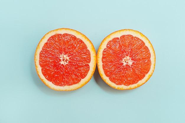 Estilo minimalista, layout criativo laranjas em fundo turquesa