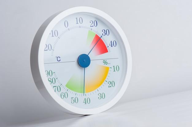 Estilo moderno branco de termômetro e higrômetro analógico