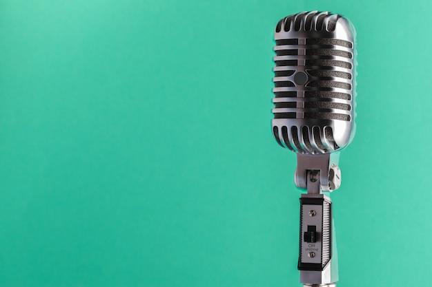Estilo retro de microfone de áudio