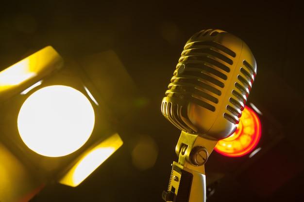 Estilo retrô de microfone de áudio