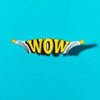 Estique o texto cômico do wow no estilo do pop art no fundo de turquesa