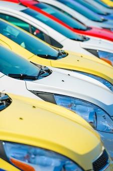 Estoque de carros coloridos