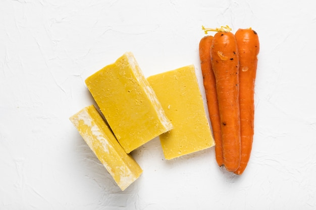 Estoque de sabão feito de cenouras no spa