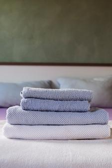 Estoque de vista frontal de toalhas perfumadas