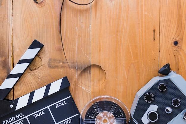 Estoques de filmes organizados com claquete