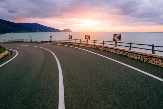 Estrada ao longo do mar